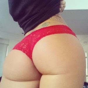 christy_mack_is_offering_a_blow_job_on_twitter_640_16