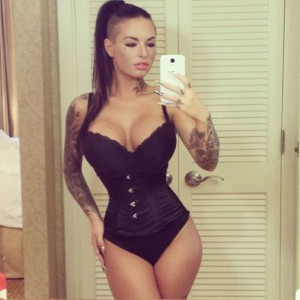 christy_mack_is_offering_a_blow_job_on_twitter_640_23